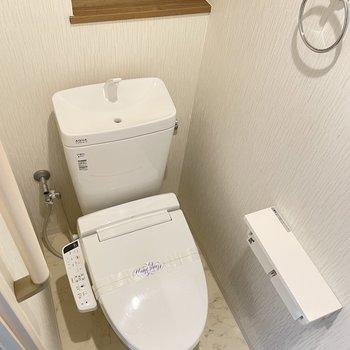 トイレも脱衣所から行けます。ウォシュレットもついています