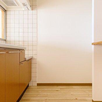 【1階】キッチン周りもゆったりめ。
