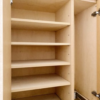 【1階】靴箱は1人分なら丁度よいサイズ。