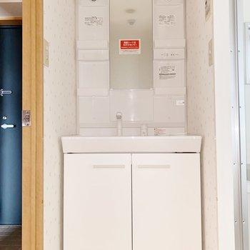 【1階】物を取り出しやすい洗面が嬉しい◯(※写真はフラッシュを使用しています)