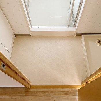 【1階】洗面周りは少し狭め。タオルなどはリビングルームに。