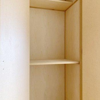 【1階】キッチン側の収納は押入れタイプ。季節家電などが入りそう。