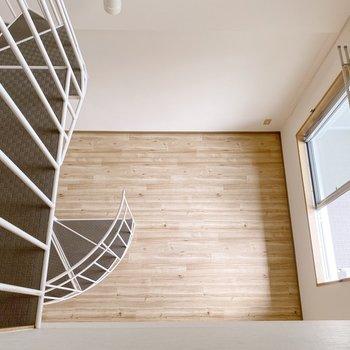 【2階】上も下も繋がりを持てるのが吹き抜けのいいところ。