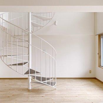 【1階】ソフトクリームのようなぐるぐる螺旋階段。