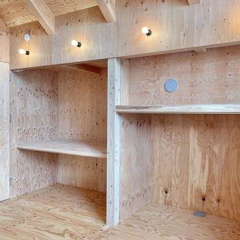 〈2階:小窓側の洋室〉収納はオープンシェルフにしてもいいね◯(※写真は同間取り別部屋のものです)