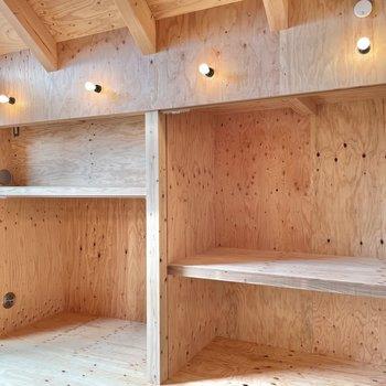 〈2階:バルコニー側の洋室〉収納はたっぷりと。カーテンで仕切ることもできます。(※写真は同間取り別部屋のものです)