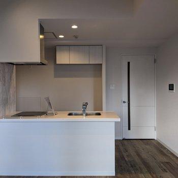 【LDK】キッチンは開放型、明るい気持ちで料理ができます!