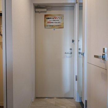 玄関スペースは広めなので身支度がしやすいですよ。