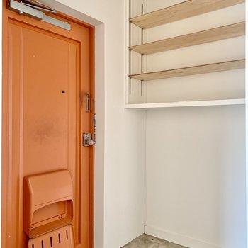 シューズボックスの下にシューズラックを置きたいところ。(※写真は4階の同間取り別部屋のものです)