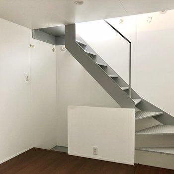 2階の洋室。6.3帖ですが天井が高いので広く開放的に感じます(※写真は同間取り別部屋、清掃前のものです)