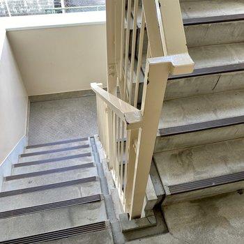 階段幅も家具の搬入には問題ないかな。事前にご確認を◎