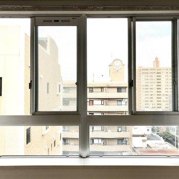 窓辺には多肉植物を飾りたい。(※写真は8階の同間取り別部屋のものです)