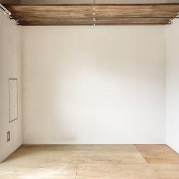 【洋室】オープンクローゼットとしても使えます。