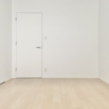 【洋8.1】無機質とも、モダンともいえるようなこの白さ。※写真は通電前のものです