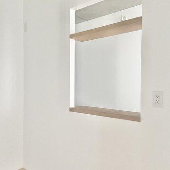 【LDK】お料理をお皿に盛ったら、この小窓からパートナーに運んでもらいましょう◎※写真は通電前のものです