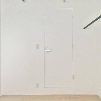 【洋5】こちらの扉からは......※写真は通電前のものです