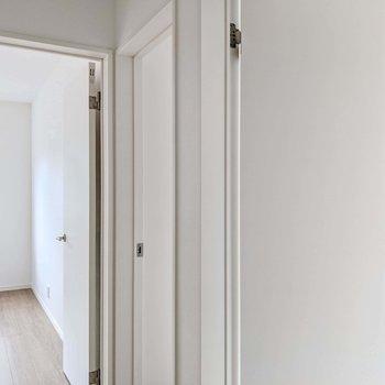 3部屋並んでいます。すべて開き戸なので個室感がしっかりと。
