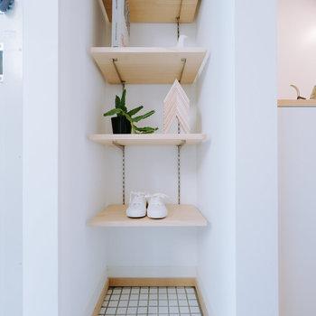 【完成イメージ】玄関には可動棚を。靴や小物を置いてたのしくレイアウトを♬