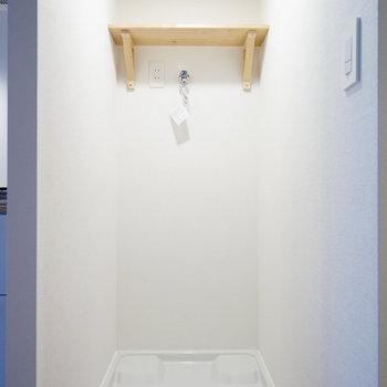 【完成イメージ】洗濯機も脱衣所内へ新設。上の棚があると便利なんだよね。