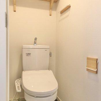 【イメージ】既存のものに温水洗浄、棚などを設置しました。