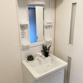 すっきり綺麗な独立洗面台。(※写真の小物は見本です)