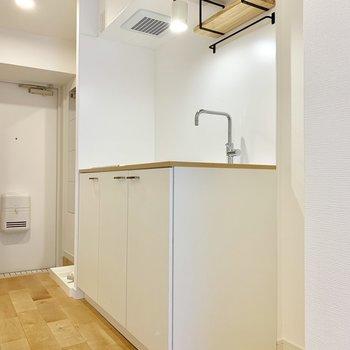 キッチンもぴっかぴかに。上の棚がちょこっと嬉しいですね。