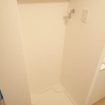 洗濯機はキッチンのそばに置けるようになっています!