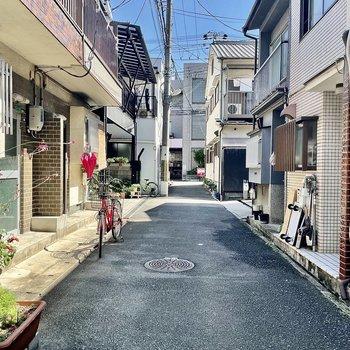 【周辺環境】今回のアパートは路地の一番奥にあります。