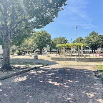 【周辺環境】近くには公園やグラウンドがありました。