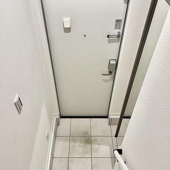 階段を降りると玄関があります。