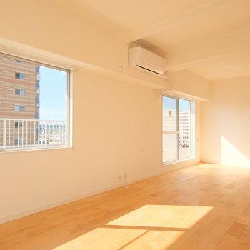 【LDK】窓がたくさんあって日当たり良好です◎ ※写真は前回募集時のものです