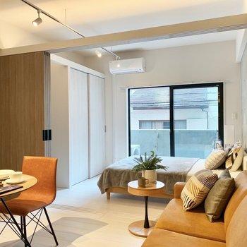 天井が吹き抜けになっているからか、家具を置いても圧迫感がすくないです。