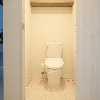 ウォシュレットつき!トイレがけっこう広かった。