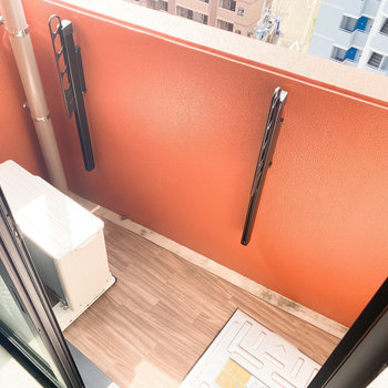 物干しは高さ調整可能です。(※写真は10階の反転間取り別部屋のものです)