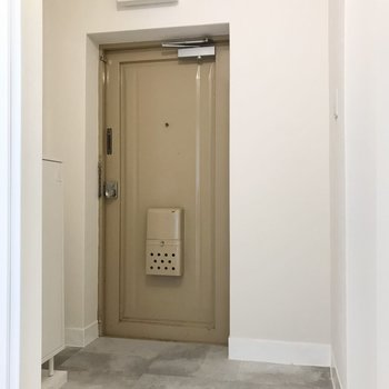 玄関のミルクティー色の扉がお気に入り