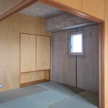 畳とコンクリート、似合いますね。(※写真は13階の反転間取り別部屋のものです)