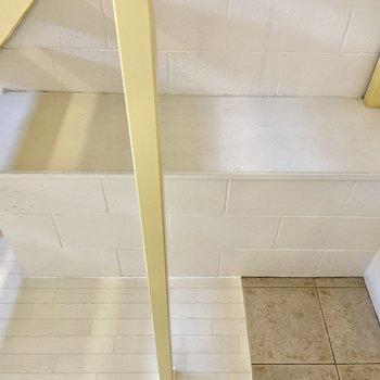 【下の階】そして収納やベンチにもなるものも!シューズボックスはご用意くださいね。