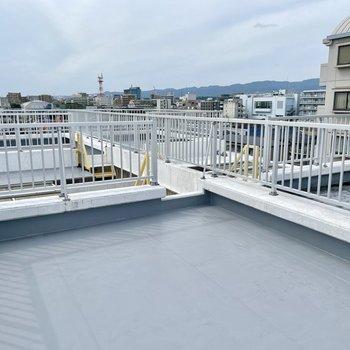 こちらの特徴は、屋上がそれぞれのお部屋で区分けされていること。自分だけのレイアウトを楽しんだり、気兼ねなく物を置けたりします!