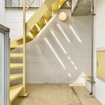 【上の階】反対側。この階段でさらに上へ!