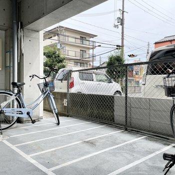 【共用部】駐輪場は建物内に2ヶ所。
