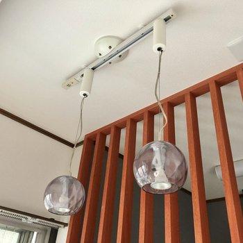 洋室側にキュートな電球♩
