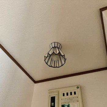 玄関の電球も可愛いなあ〜