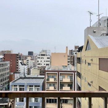 眺望は建物ビュー。10階なので圧迫感はそこまで感じないです!
