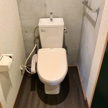トイレはウォシュレット付きですよ(※写真は2階の別部屋のものです)