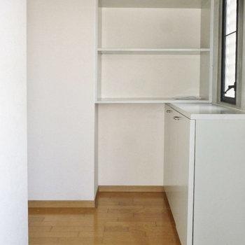 玄関にはシュージボックスはもちろん、便利な棚もありました!