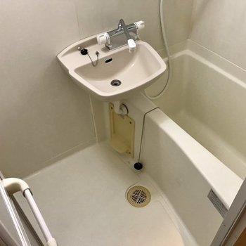 お風呂はシンプルですが掃除しやすそうです!(※写真は2階の別部屋のものです)
