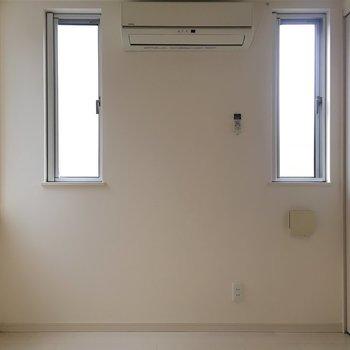 こちらは玄関横の洋室。(※写真は1階の同間取り別部屋のものです)