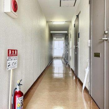 【共有部】奥に長〜い廊下。