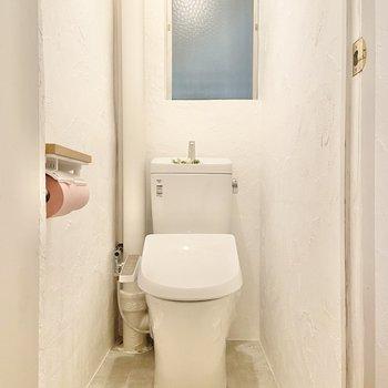 サニタリールームの隣にトイレ。