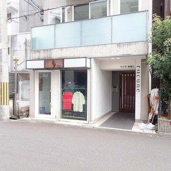 【共用部】1階は服屋さん!堀江っぽいなあ。